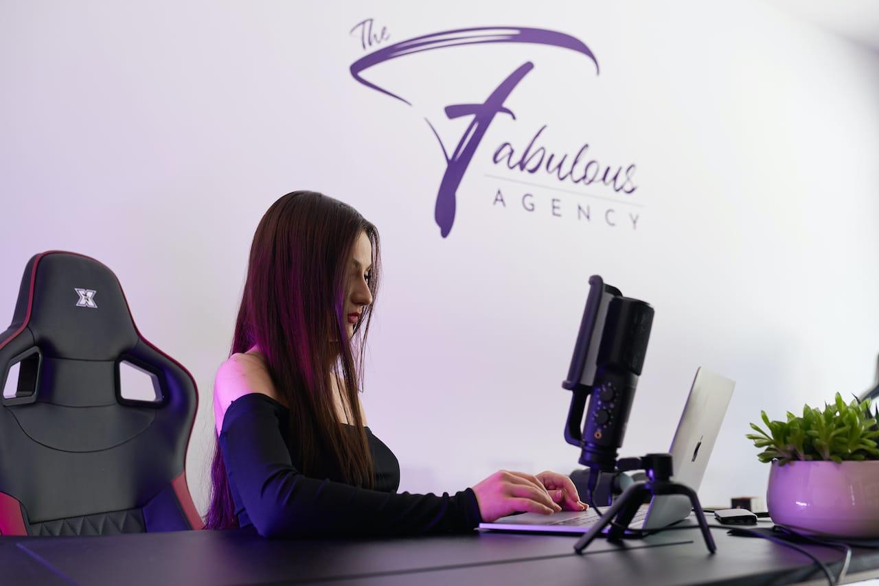 Care a fost evoluția ta de când ai ales să colaborezi cu Fabulous Agency?