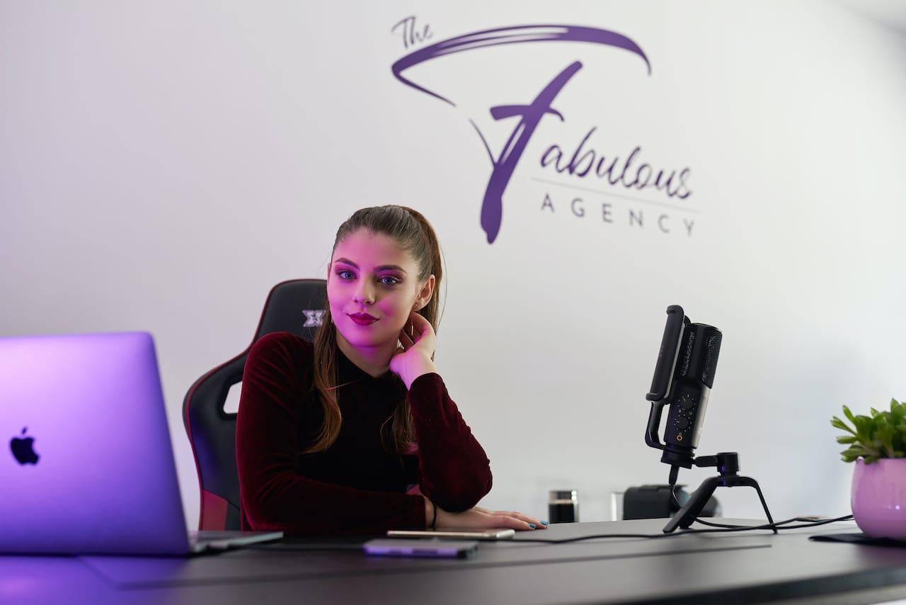 Cum poate schimba viața pe plan financiar colaborarea cu Fabulous Agency?